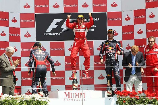 Alonso frena a los Red Bull