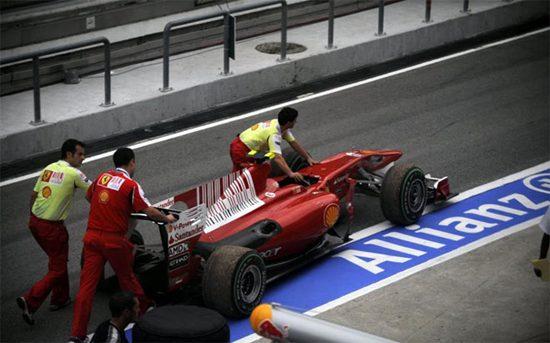 Alonso ya ha quemado tres motores