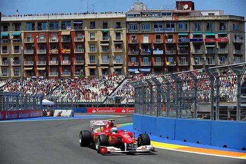 Hamilton segundo con ayuda de la FIA