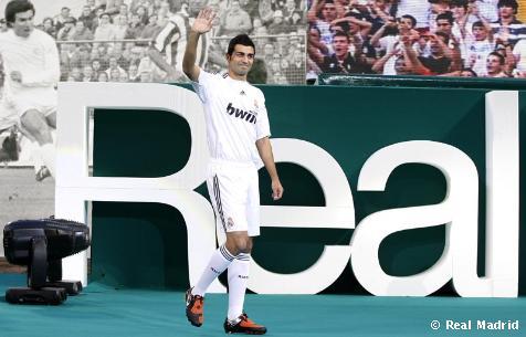 Albiol, presentado en el Bernabéu