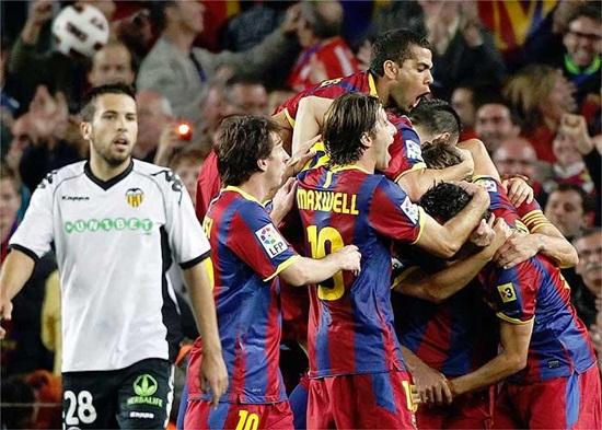 El Barcelona logra revivir a tiempo