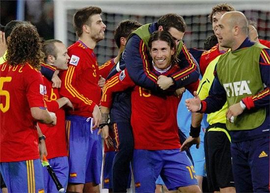 España pasa a cuartos de final