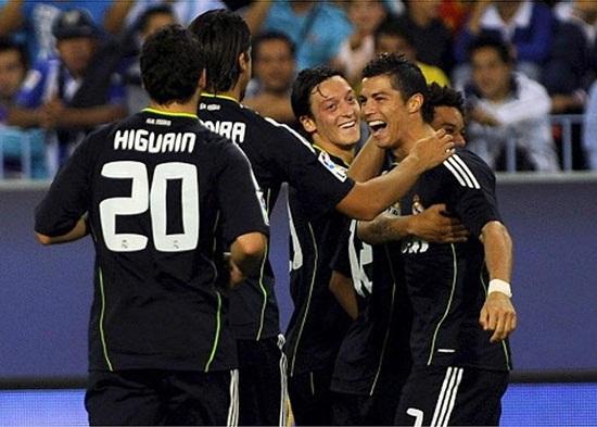 Cristiano e Higuaín ponen líder a Mou