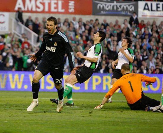 Higuaín y Cristiano meten miedo al Barça